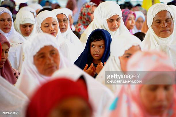 TOPSHOT Acehnese women attend a mass prayer gathering at Lampuuk village in Banda Aceh on December 26 2015 Indonesians on December 26 held mass...