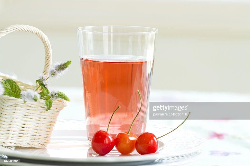 Acerola juice : Foto de stock
