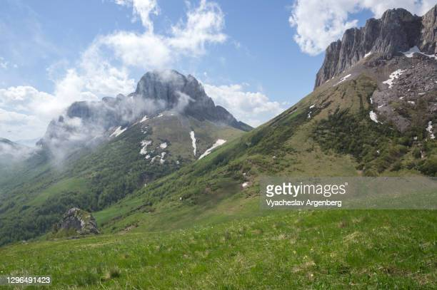 acheshbok rock formations, adygea, caucasus mountains - argenberg stock pictures, royalty-free photos & images