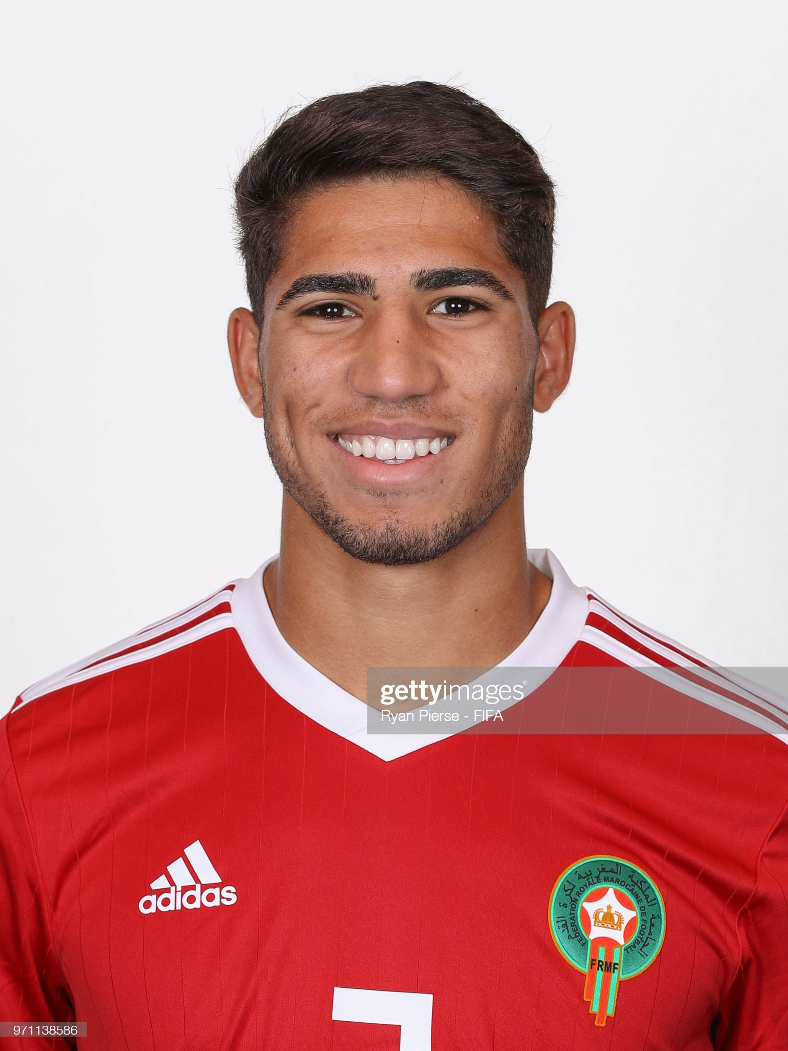 Norteafricanos Achraf-hakimi-of-morocco-poses-during-the-official-fifa-world-cup-picture-id971138586?s=2048x2048