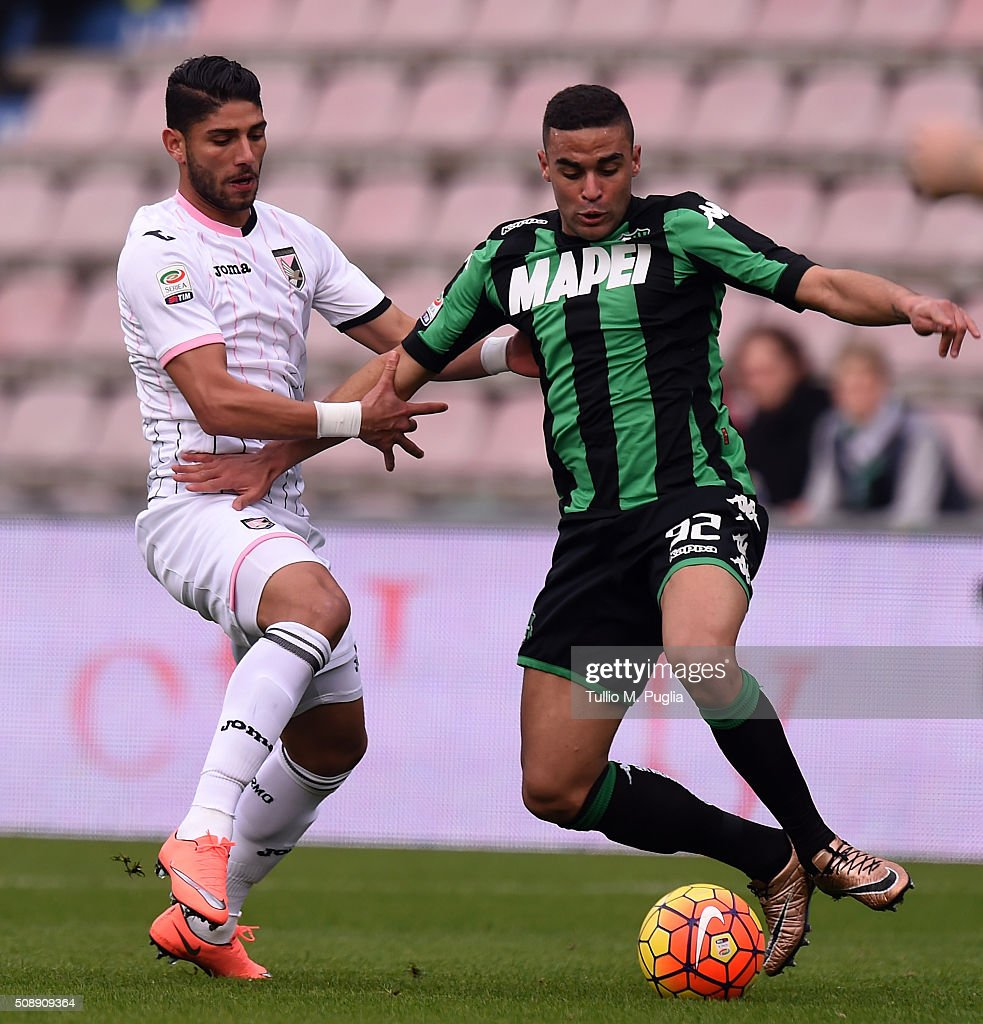 Achraf Lazaar (L) of Palermo and Gregoire Defrel of Sassuolo compete for the ball during the Serie A match between US Sassuolo Calcio and US Citta di Palermo at Mapei Stadium - Città del Tricolore on February 7, 2016 in Reggio nell'Emilia, Italy.