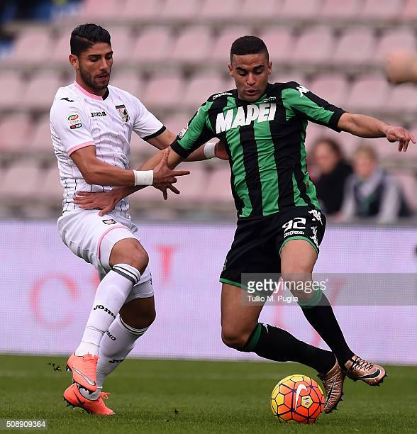 Achraf Lazaar of Palermo and Gregoire Defrel of Sassuolo compete for the ball during the Serie A match between US Sassuolo Calcio and US Citta di...