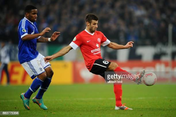 Achtelfinale Saison 2012/2013 FUSSBALL DFB FC Schalke 04 FSV Mainz 05 Jefferson Farfan gegen Marco Caligiuri