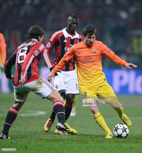 AchtelfinalHinspiel Saison 2012/2013 FUSSBALL CHAMPIONS AC Mailand FC Barcelona Lionel Messi gegen Riccardo Montolivo und Niang M Bayer