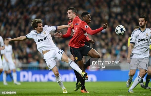 AchtelfinalHinspiel Saison 2012/2013 FUSSBALL CHAMPIONS Real Madrid Manchester United FC Fabio Coentrao gegen Robin van Persie Daniel Welbeck und...