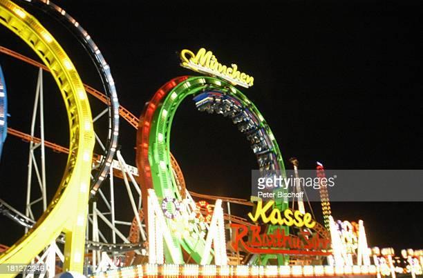 Achterbahn OlympiaLooping Fahrgeschäft 'Bremer Freimarkt' Reise Bremen Deutschland Europa Volksfest Jahrmarkt Kirmis bei Nacht Nachtaufnahme...