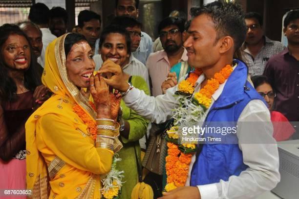 Acid attack victim Lalita Ben Bansi marries with Ravi Shankar at Thane Registration office on May 23 2017 in Thane India In 2012 Lalita Ben Bansi was...
