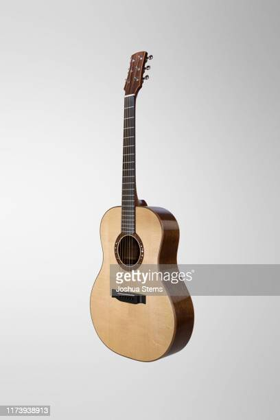 acoustic guitar - musical instrument string stock pictures, royalty-free photos & images