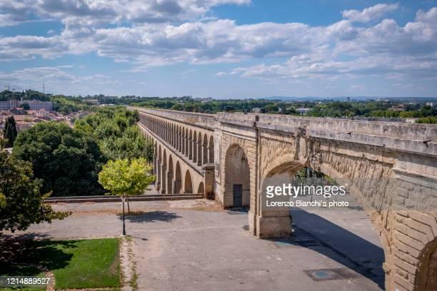 acquedotto a montpellier, france - montpellier stockfoto's en -beelden