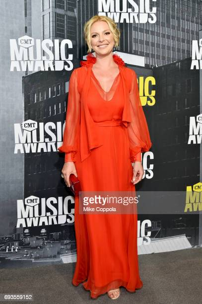 Acress Katherine Heigl attends the 2017 CMT Music Awards at the Music City Center on June 7 2017 in Nashville Tennessee