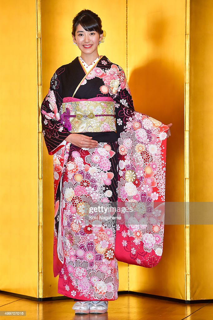 Acress Nanaka Ozawa attends the New Year's Kimono photocall for Oscar Promotion on December 3, 2015 in Tokyo, Japan.