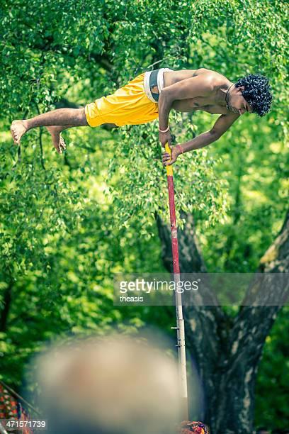 acrobat at the glasgow mela - theasis stockfoto's en -beelden