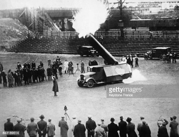 L'acrobate de cirque Hugo Zacchini est catapulté hors du canon à New York EtatsUnis