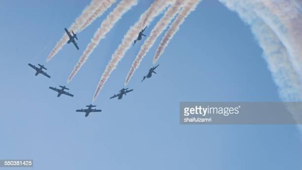 acrobatic show from team al-fursan from u.a.e - shaifulzamri stockfoto's en -beelden