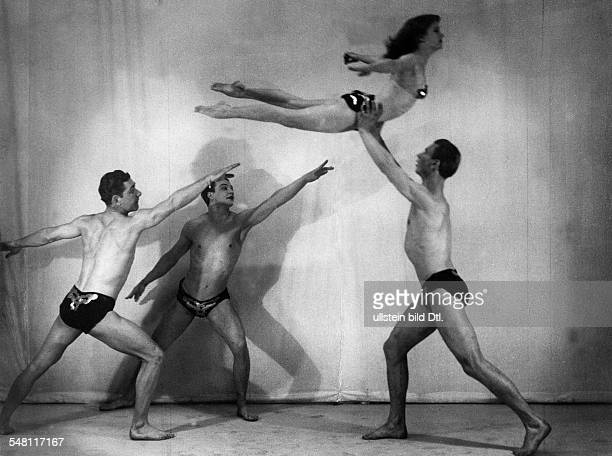 Acrobatics Acrobatic performance by the acrobats group 'Dance Fables Co' with partner Estelle Mattern 1931 Published by 'Berliner Illustrirte...