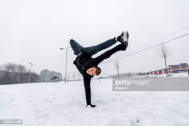 acrobatics on snow - jan dance stock pictures, royalty-free photos & images