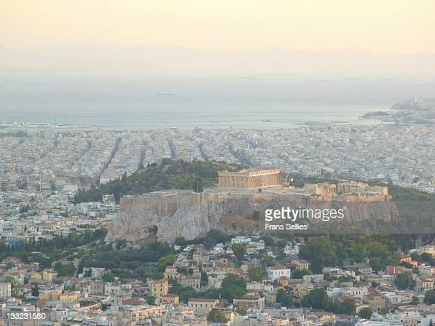 acropolis in athens seen from mt. lycabettus - frans sellies stockfoto's en -beelden