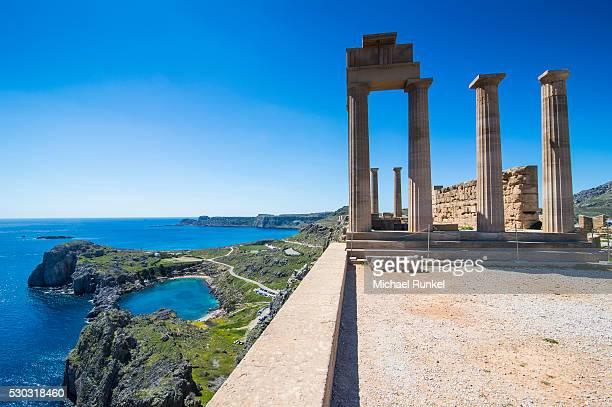 acropolis of lindos, rhodes, dodecanese islands, greek islands, greece, europe - lindos stockfoto's en -beelden