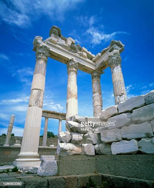 acropolis of pergamon - ペルガモン ストックフォトと画像