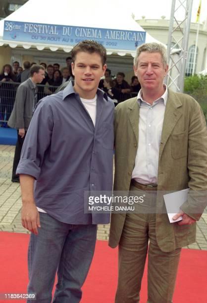 L'acteur américain Matt Damon pose avec le réalisateur français Régis Wargnier le 08 septembre 2002 à son arrivée au Centre International de...