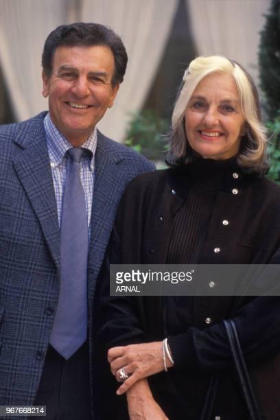 L'acteur américain Mike Connors et sa femme à Paris le 14 avril 1988 France