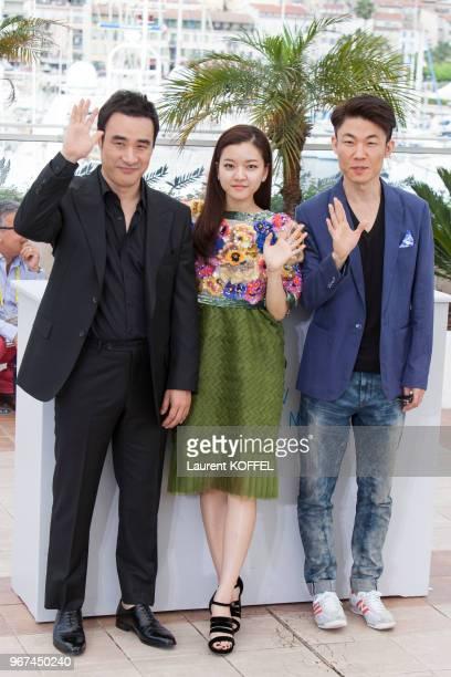 L'acteur Bae Sungwoo l'actrice Ko Ahseong et le réalisateur Hong WonChan lors du photocall du film 'O Piseu' pendant le 68eme Festival du Film Annuel...