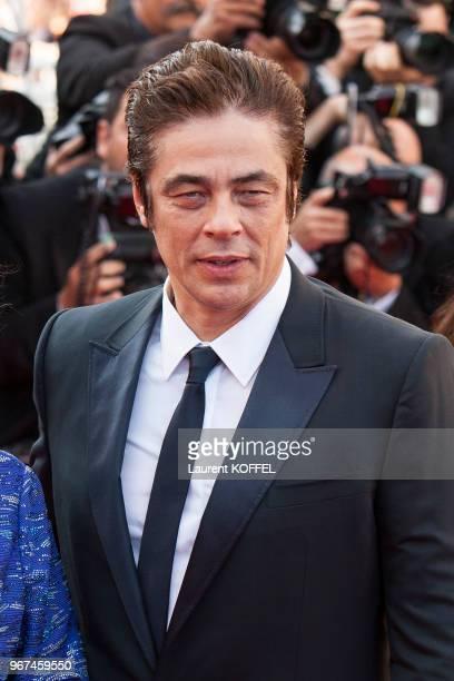 L'acteur Benicio del Toro lors de la montée des marches pour la première du film 'Carol' durant le 68eme Festival du Film au Palais des Festivals le...