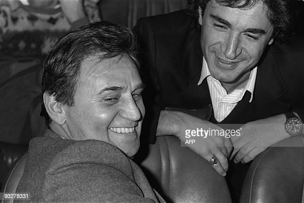 L'acteur et réalisateur Roger Hanin et l'acteur français Richard Berry sont photographiés lors de la première du film Josépha de Christopher Frank le...
