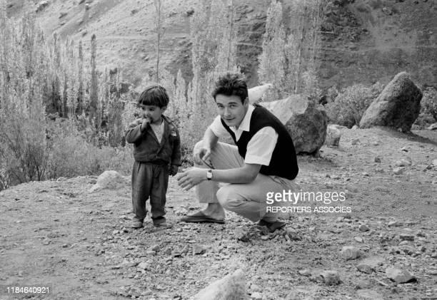 L'acteur français Jacques Charrier et son fils NicolasJacques lors d'un voyage en Iran le 18 novembre 1963