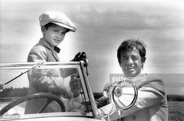 """Acteur français Jean-Paul Belmondo et l'acteur français Rachid Ferrache dans le film """"L'As des As"""" de Gérard Oury de avril à Juin 1982, France."""