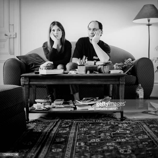 Acteur français Jean-Pierre Bacri avec la comédienne française Agnès Jaoui chez eux à Paris.