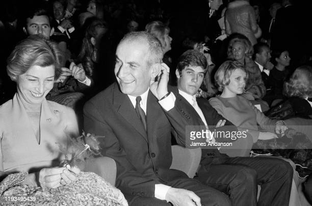 L'acteur français Louis de Funes avec à sa droite son épouse Jeanne Augustine et son fils Olivier à sa gauche