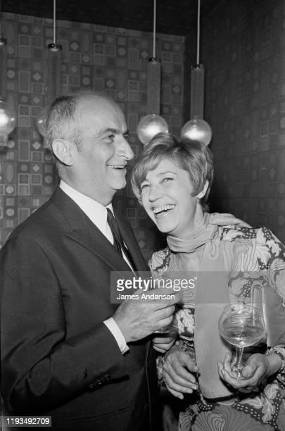 L'acteur français Louis de Funes avec son épouse Jeanne Augustine venus pour l'inauguration de la nouvelle discothèque Le Village à Paris
