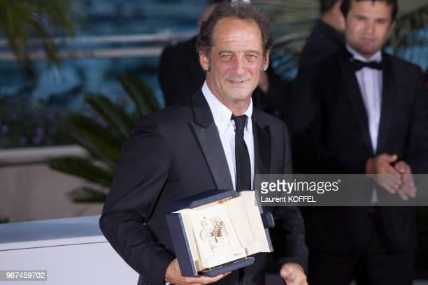 L'acteur français Vincent Lindon lauréat de la 'Palme d'Or' du meilleur acteur lors du festival du film de Cannes pour son rôle dans le film 'La loi...