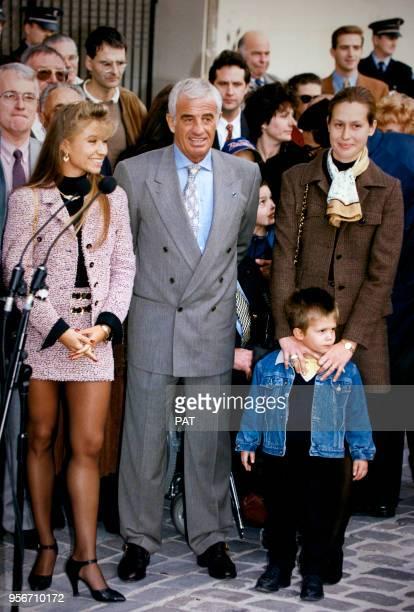 L'acteur JeanPaul Belmondo sa femme Natty son petitfils Alexandre et sa bellefille Luana lors de l'inauguration de la rue Paul Belmondo en hommage à...