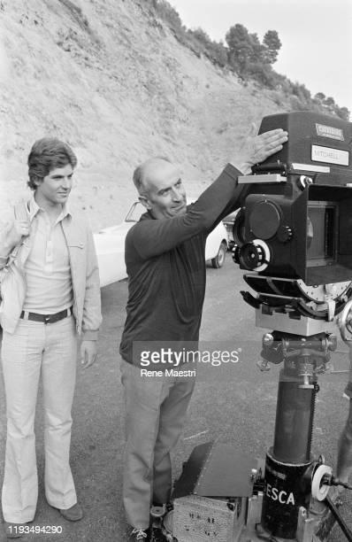 L'acteur Louis de Funes et son fils Olivier de Funes lors du tournage du film Sur un arbre perché de Serge Korber