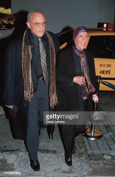 Acteur-chanteur américain et activiste social Harry Belafonte avec sa femme Julie Robinson à New-York.