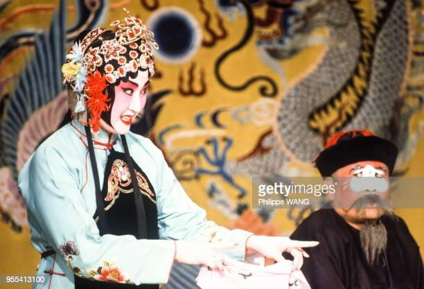 Acteurs sur scène à l'opéra de Pékin Chine