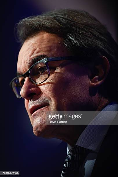 Acting President of Catalonia Artur Mas speaks during a press conference on January 5 2016 in Barcelona Spain After months of negotiations the acting...