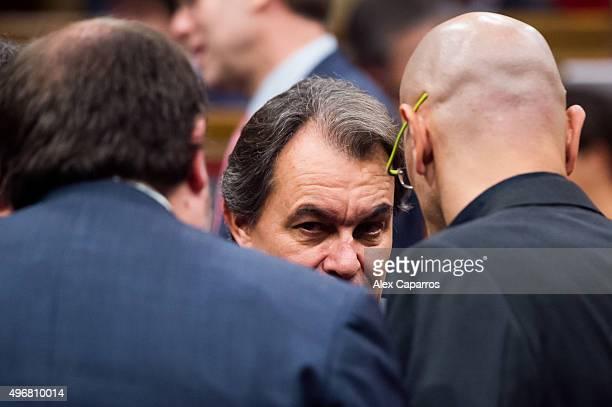 Acting President of Catalonia Artur Mas talks to leader of 'Esquerra Republicana de Catalunya' Oriol Junqueras and leader of proindependence of...