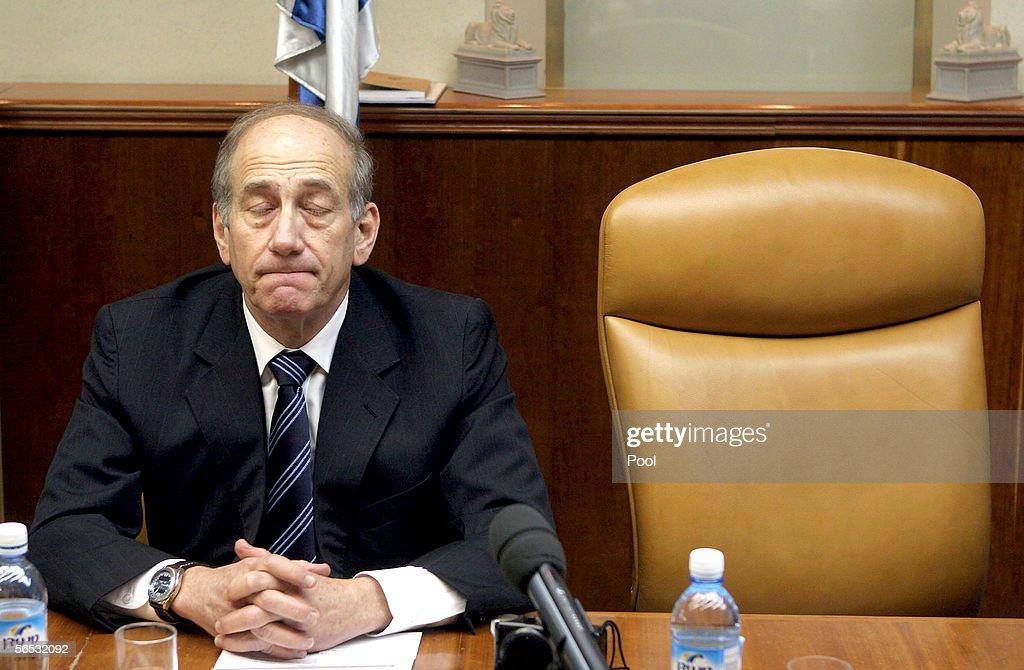 Acting Israeli PM Ehud Olmert Holds Cabinet Meeting : News Photo
