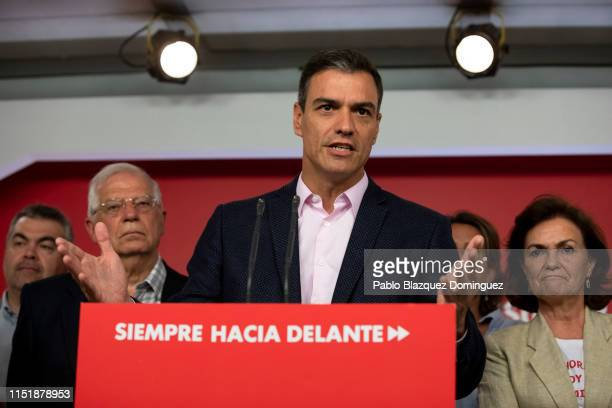 Acting Spanish Prime Minister Pedro Sanchez speaks to the press following the elections results next to Socialist party candidate for the European...