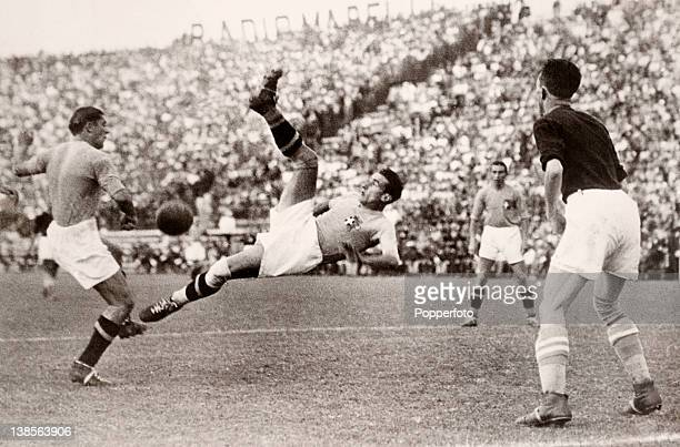 Action from the World Cup Final between Italy and Czechoslovakia played in Rome 10th June 1934 A Czechoslovakian defender looks on as two Italian...