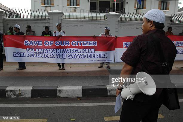 Action solidarity Indonesian citizens do protest ship of workers hostage Indonesia by the Abu Sayyaf in front of the Embassy of the Philippines...