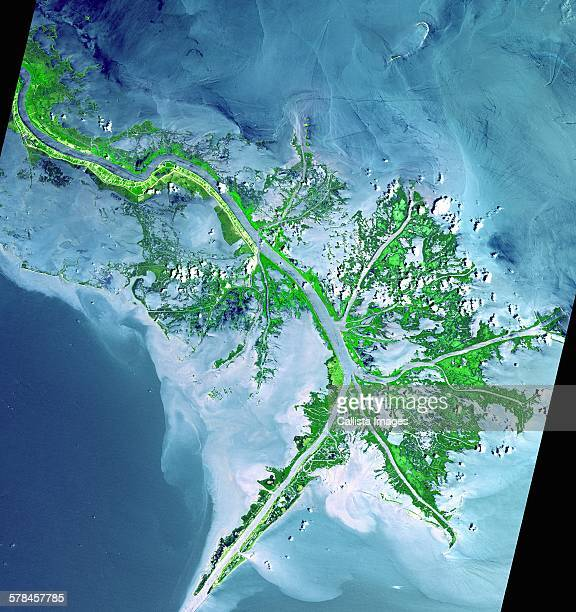 active delta front of the mississippi. this image was acquired on may 24, 2001 by the advanced spaceborne thermal emission and reflection radiometer (aster) on nasas terra satellite - mississippi river stock pictures, royalty-free photos & images