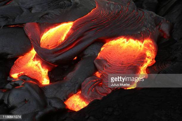 active lava flow on big island - erupting stock pictures, royalty-free photos & images