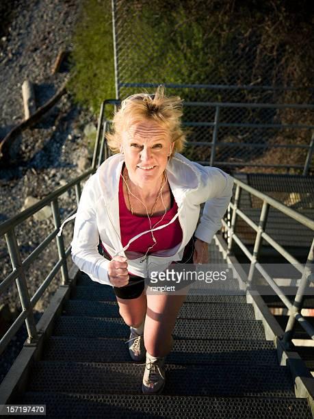 Ältere Frau, die aktiv