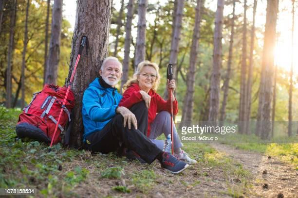 actieve senior paar - hobby's stockfoto's en -beelden