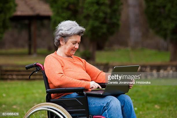 Aktive senior Frau
