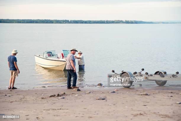 """hermanos mayores activos en un viaje de pesca. - """"martine doucet"""" or martinedoucet fotografías e imágenes de stock"""